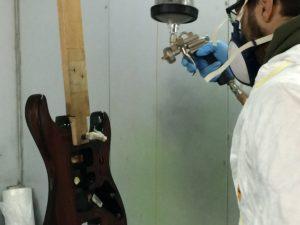 Quale fondo utilizzare per verniciare una chitarra: il fondo alla nitro