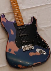 Super Strat Y.G. you guitar ciano/violet Harlequin red/green bettle scratch Finish front